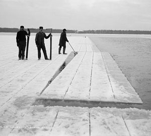 Ice harvesters break off chunks of ice in the early 1900s. (Library of Congress) (Source: History.org)